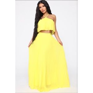 Pleating you to stay yellow skirt set